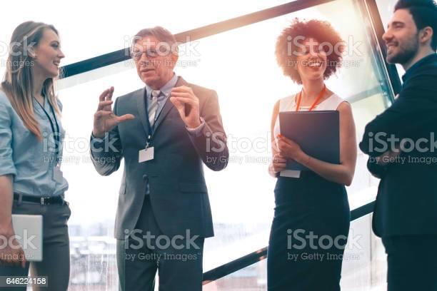Successful Business Konferenz Kaffeepause Stockfoto und mehr Bilder von Aktiver Senior