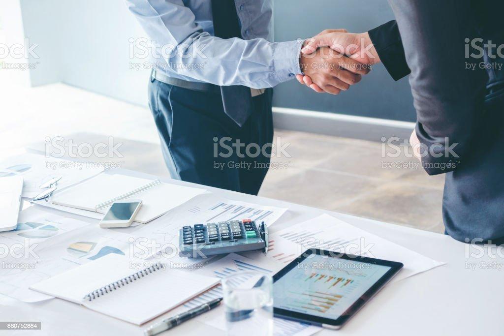 Menschen Geschäftskollegen Händeschütteln treffen Planung Strategie-Analyse-Konzept – Foto