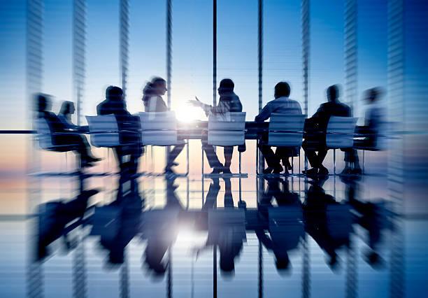 Las personas de negocios de comunicación concepto de oficina, sala de reuniones - foto de stock