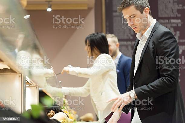 Business people eating in cafeteria picture id639689692?b=1&k=6&m=639689692&s=612x612&h= rcgdwdtkq9vr3rjlgpclgu ystx2erapffldgywdqm=