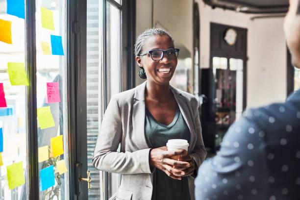 business people having a casual talk during coffee break - homem casual standing sorrir imagens e fotografias de stock