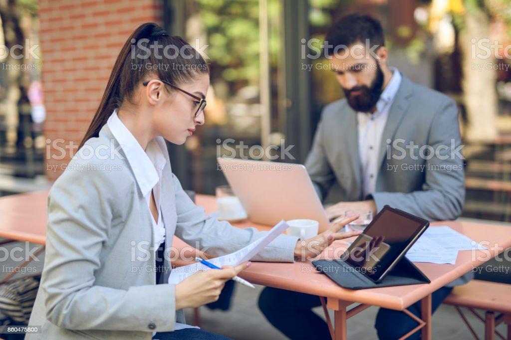 Business people having a coffee break - Foto stock royalty-free di Abbigliamento da lavoro