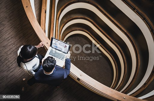 istock Business People Having a Meeting on The Hallway 904535280