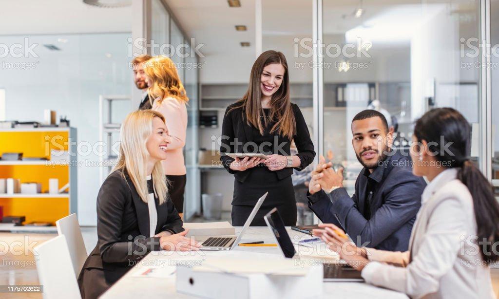 Toplantı Yapanlar - Royalty-free Adamlar Stok görsel