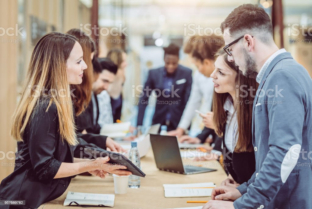 Geschäftsleute, die Tagung – Foto