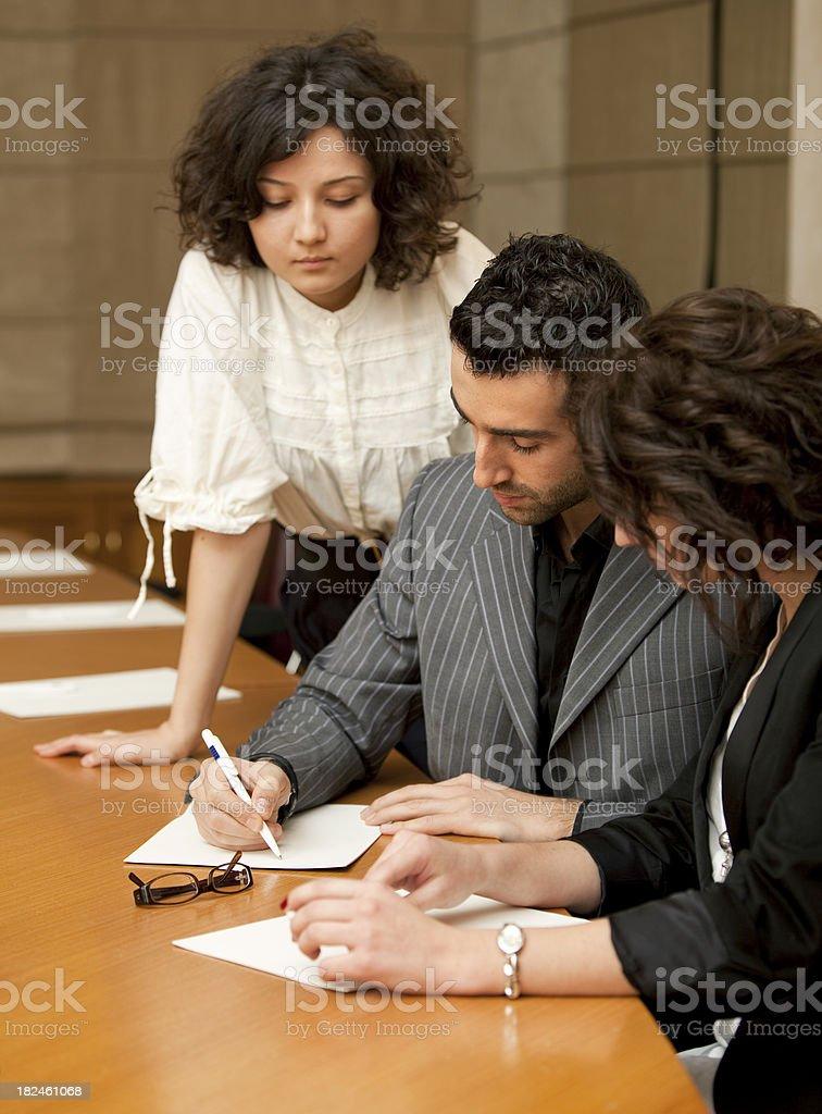 Gente de negocios en la sala de reuniones foto de stock libre de derechos