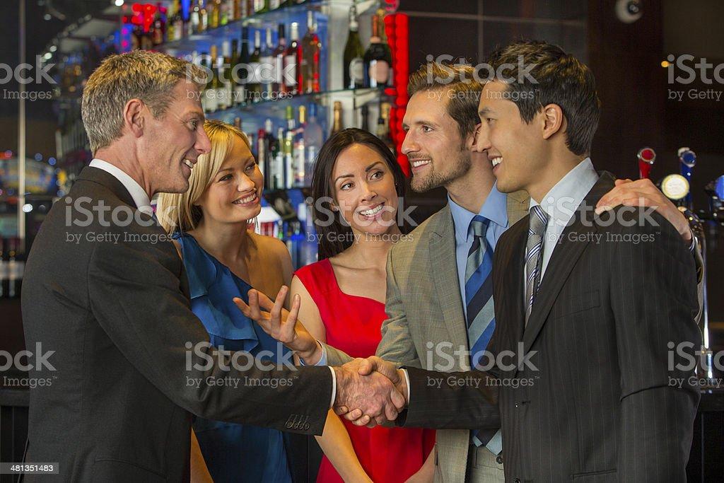 Geschäftsleute Treffen nach der Arbeit – Foto