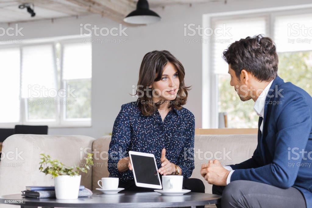 Geschäftsleute Treffen in einem Café – Foto