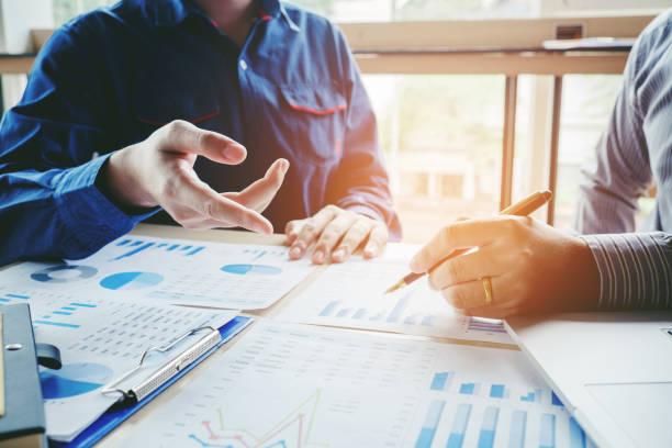 geschäftsleute treffen planung strategie-analyse-konzept - kündigung arbeitsvertrag stock-fotos und bilder