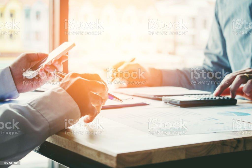 Pessoas de negócios, conhecer o conceito de análise de estratégia de planejamento - foto de acervo