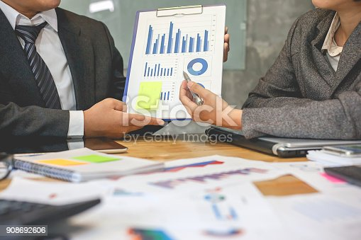 istock Business people meeting time. working with new startup project. Idea presentation, analyze plans. 908692606