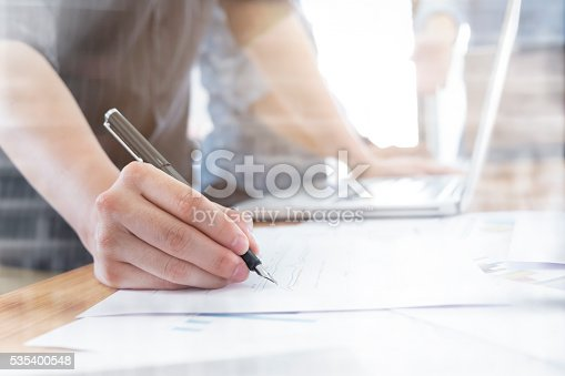 istock Business people meeting to discuss the situation on the marketing. 535400548