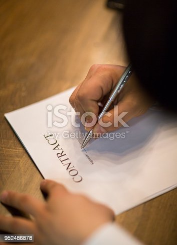840610244istockphoto Business people negotiating a contract. 952486878