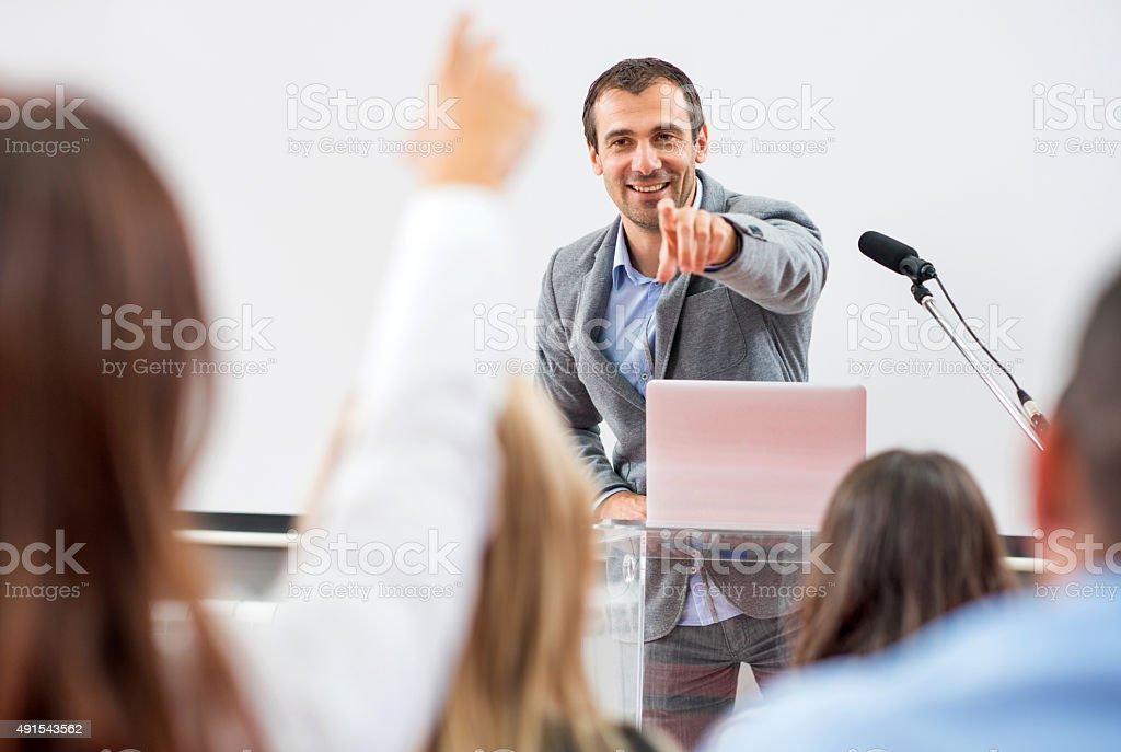 Empresarios en el seminario. - foto de stock