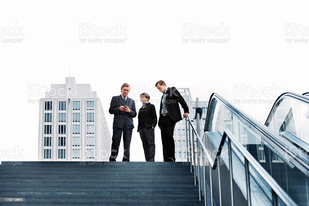 Pessoas de negócios ao ar livre - foto de acervo