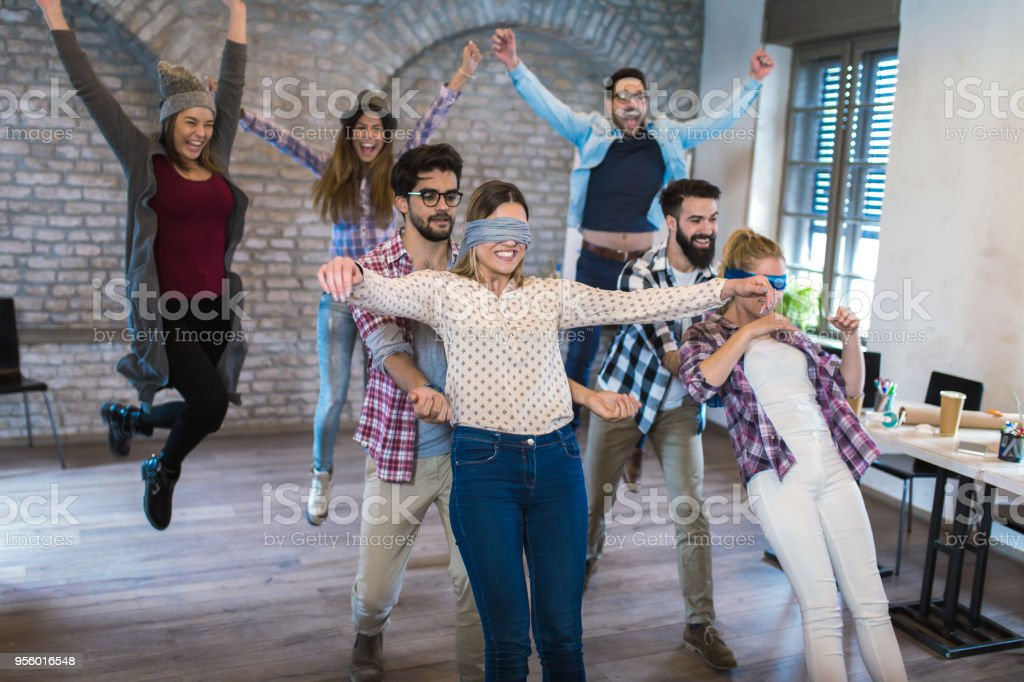 Gente de negocios juego de confianza - foto de stock