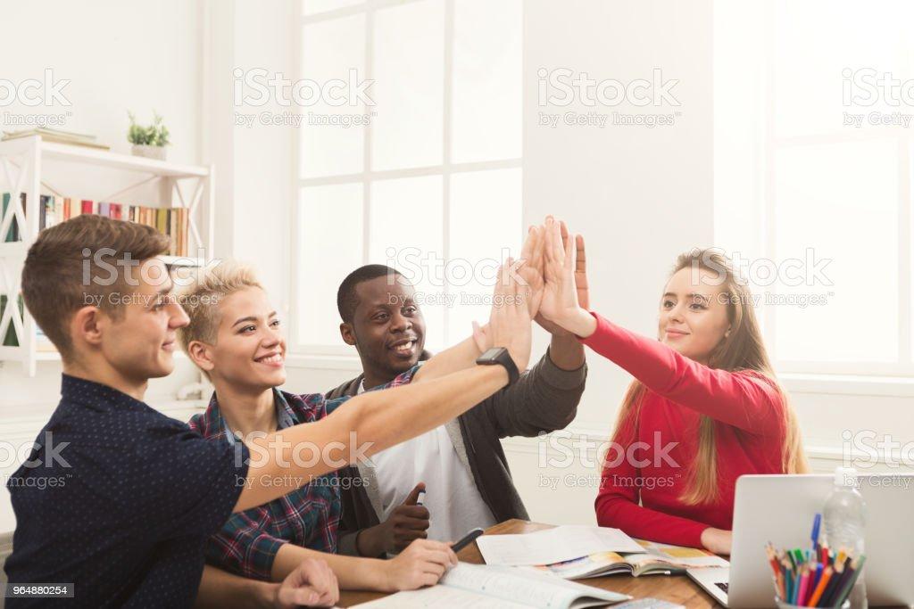 商界人士把手放在一起 - 免版稅一組物體圖庫照片