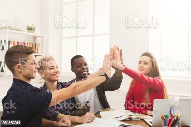 商界人士把手放在一起 照片檔及更多 一組物體 照片