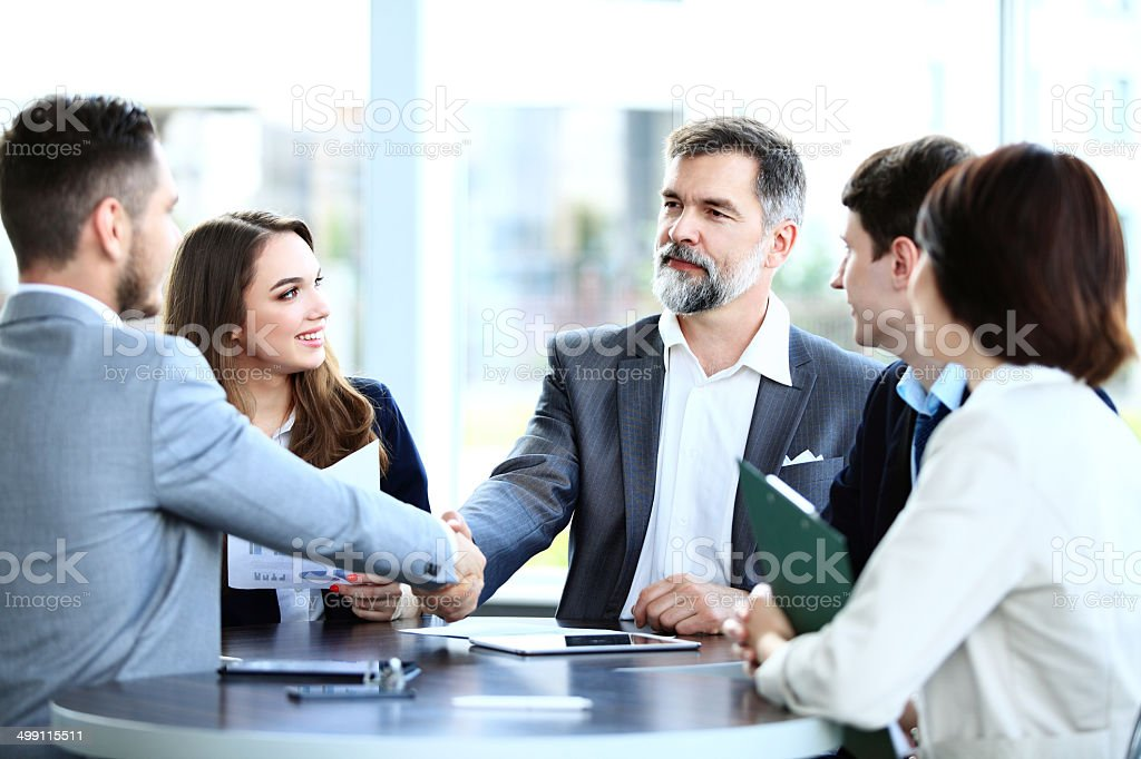 Geschäftsleute, Hände schütteln, finishing ein Treffen - Lizenzfrei Abmachung Stock-Foto