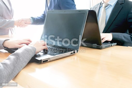 656005826istockphoto Business people shaking hands, finishing up meeting 868125688