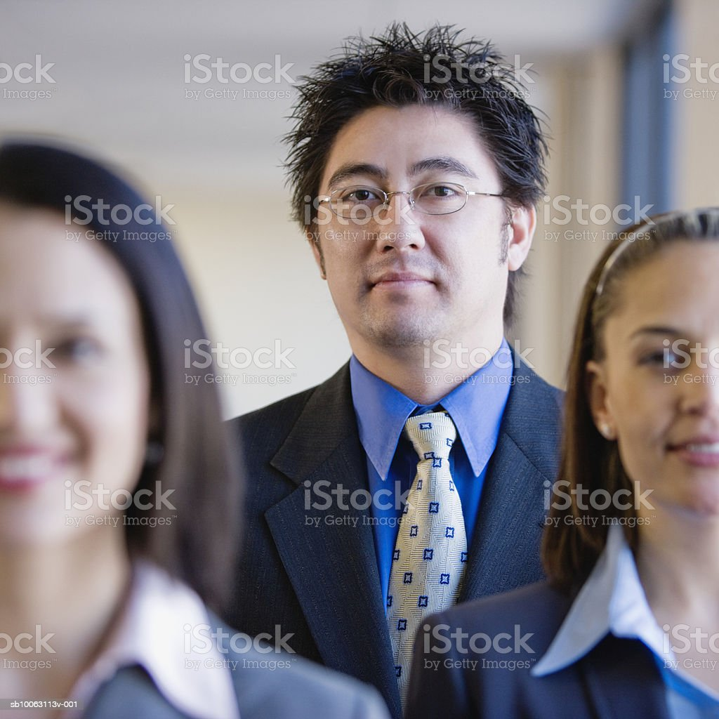 Business people, smiling (focus on background) Lizenzfreies stock-foto