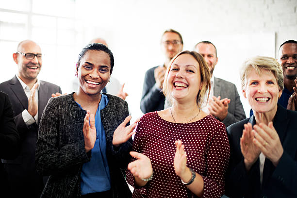 équipe de gens d'affaires applaudir concept de réussite - admiration photos et images de collection