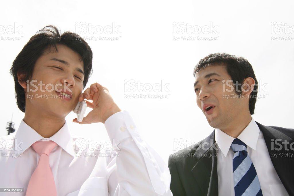 商界人士在行動電話上交談 免版稅 stock photo