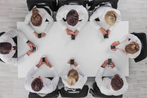 Geschäftsleute, die Smartphones nutzen – Foto