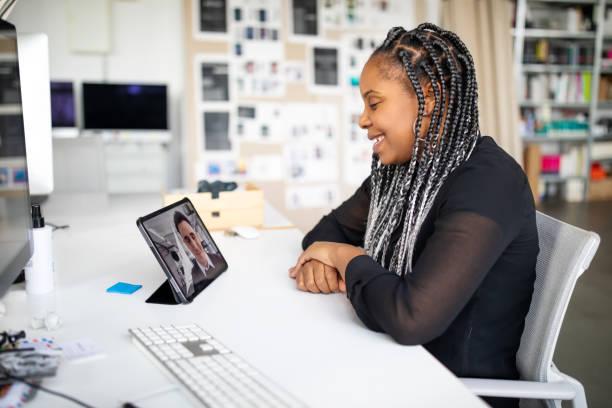Geschäftsleute Videokonferenzen im Büro – Foto