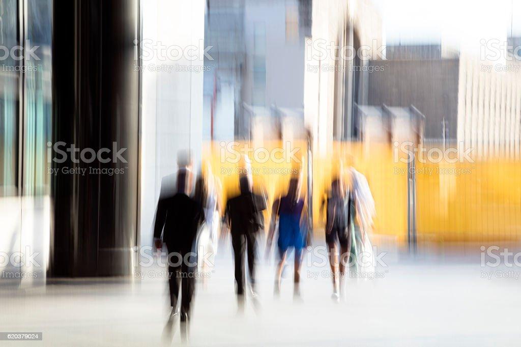 Business People Walking in Financial District foto de stock royalty-free
