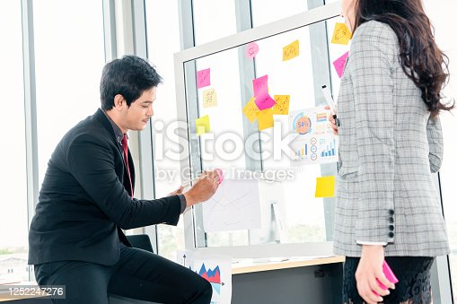 1059655118 istock photo Business people work on project planning board 1252247276