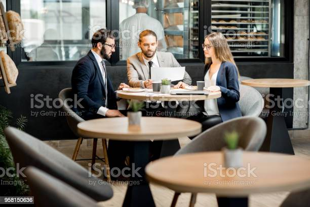 Business people working in the cafe picture id958150636?b=1&k=6&m=958150636&s=612x612&h=db8hsizbi46he24ng8p uoiau6yruf lf75mzd7uv e=