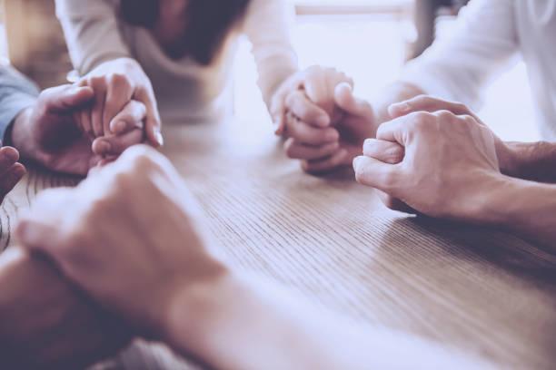 工作的商務人士 - prayer 個照片及圖片檔