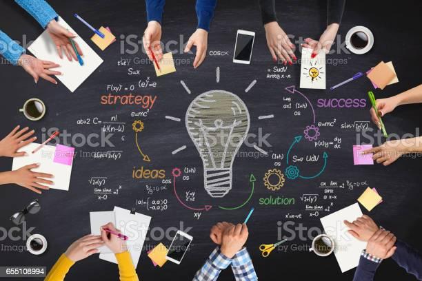 Businessvölker Neue Ideen Tagung Am Tisch Stockfoto und mehr Bilder von Arbeiten