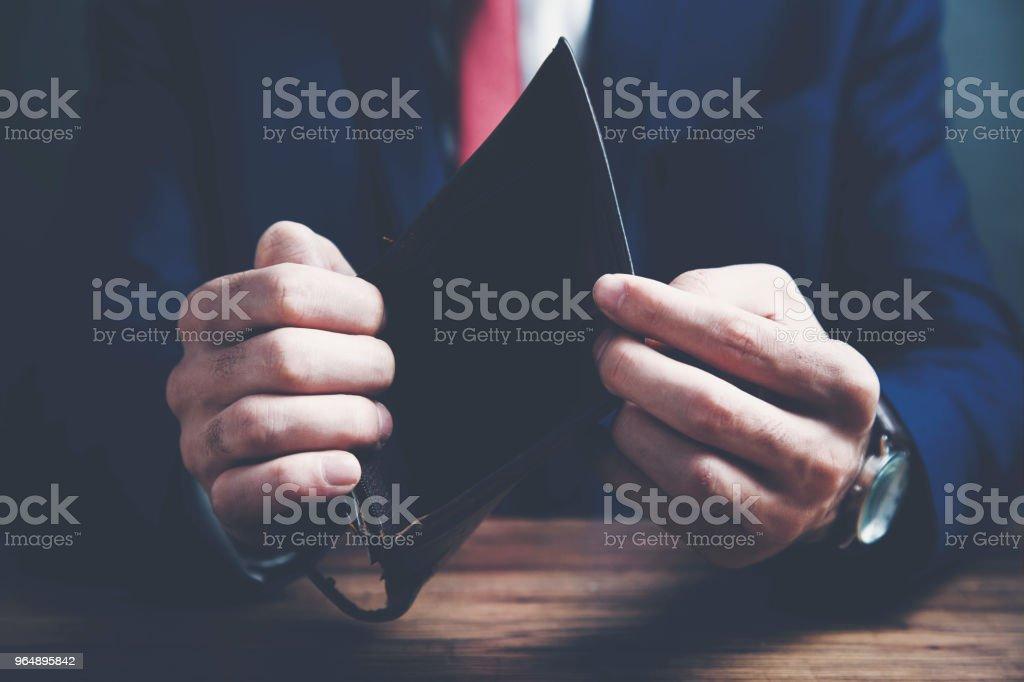 持有空錢包的商務人士 - 免版稅人圖庫照片