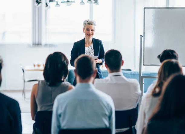 商務研討會 - 成年人 個照片及圖片檔