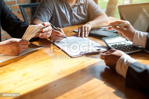 955988522istockphoto Business Signing a Contract Buy - sell house. 955983974