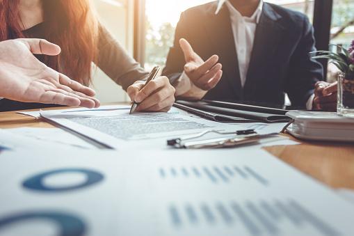 Unternehmen Unterzeichnen Einen Vertrag Kaufen Verkaufen Haus Stockfoto und mehr Bilder von Abmachung