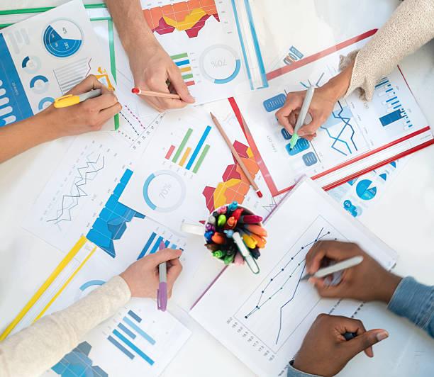 business statistic documents - étude de marché photos et images de collection