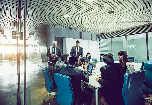 Equipo de negocios en la oficina - foto de stock