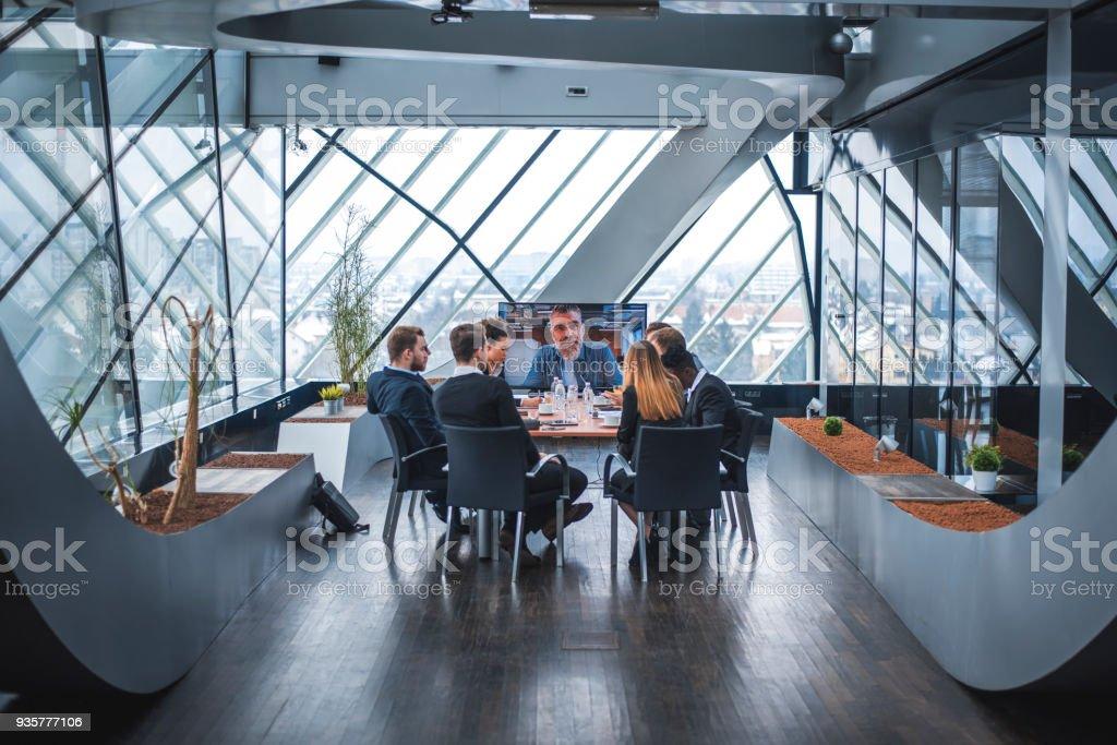 Business-Team video Gespräch mit ihrem Vorgesetzten – Foto