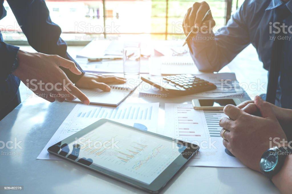 Business-Team-Meeting an digital-Tablette neue Business-Projekt arbeiten – Foto