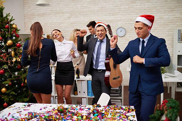 ビジネスチームの打ち上げパーティーハード - 社内パーティ ストックフォトと画像