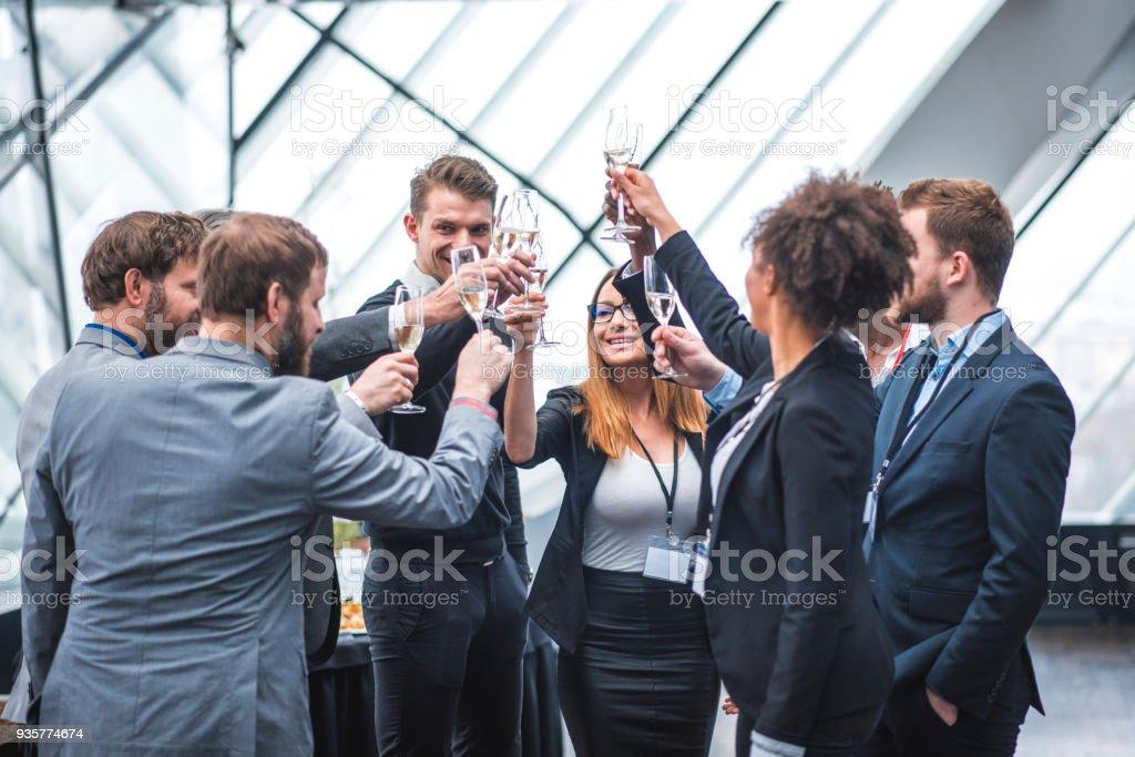 Business Team Toasten, während einer Pause – Foto