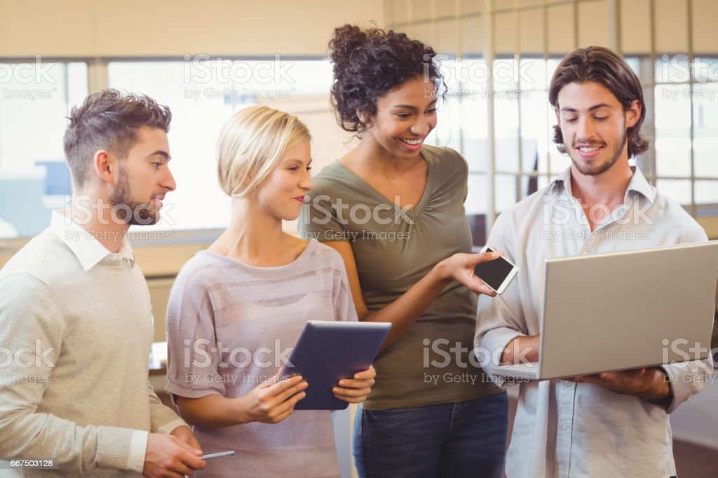 Business team using laptop in office foto stock royalty-free