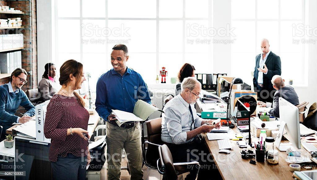 El equipo de negocios trabajando en oficina trabajador concepto - foto de stock