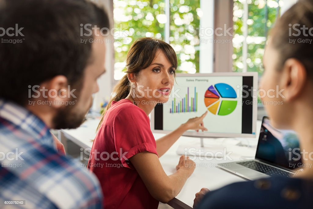 Business team working on graphic data concept foto de stock royalty-free