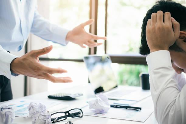 Geschäft Teamarbeit Schuld Partner und ernsthafte Diskussion. – Foto