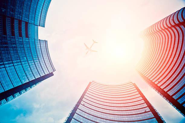 business towers und flugzeug - hotel mailand stock-fotos und bilder