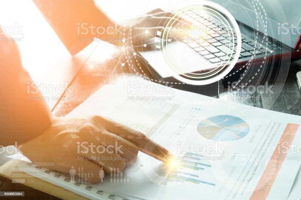 Geschäft mit Laptop-Anschluss-Technik-Schnittstelle – Foto